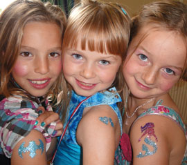 Airbrush tattoos, glitter tattoos, and henna tattoos: what's the difference?